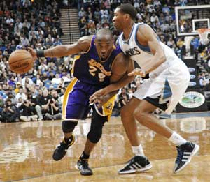 Bryant, Lakers outlast Timberwolves 106-101