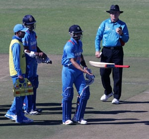 Virat Kohli falls to a controversial catch, walks off fuming in 2nd ODI against Zimbabwe