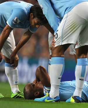 Manchester City's Vincent Kompany out for a month with groin injury