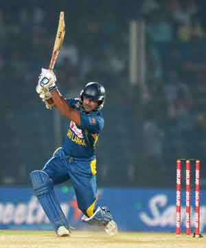 Kumar Sangakkara's ton leads Sri Lanka past India and to top of Asia Cup table