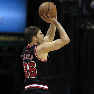 Bulls beat Pacers, close in on No.1