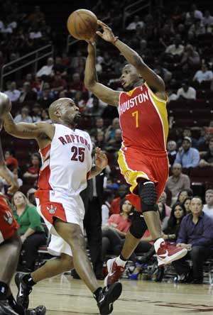 Lowry scores 26 to carry Rockets