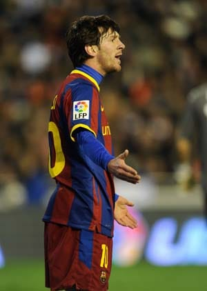 Messi downs Valencia as Barcelona go ten clear