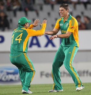South Africa beat New Zealand in thriller