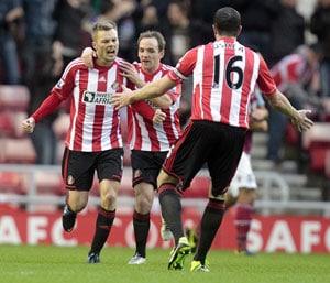 Sebastian Larsson cracker eases Sunderland relegation fears