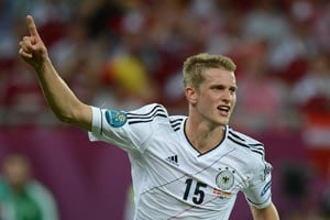 Lars Bender agrees extended Bayer Leverkusen deal