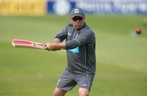 The Ashes: Darren Lehmann tells Aussie batsmen careers are at stake