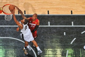 Spurs overwhelm Heat to take 2-1 lead in NBA Finals