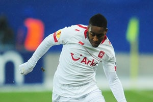 Transfer news: Norwich signs midfielder Leroy Fer from FC Twente
