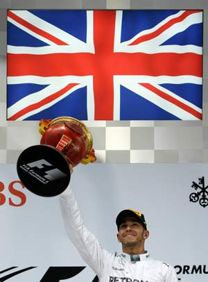 Lewis  Hamilton wins third straight F1 race at Chinese GP