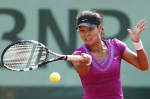 Fear of Serena shock drives Li Na into third round