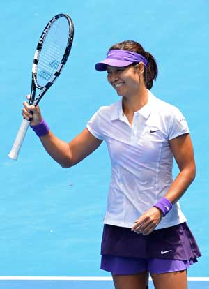 China's Li Na books a place in Australian Open's fourth round