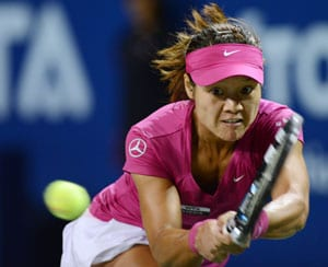 Li Na overcomes late scare to reach second round at China Open