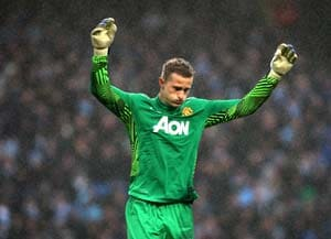 Anders Lindegaard pens new Manchester United deal