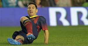 Lionel Messi to continue recovery from torn hamstring in Argentina