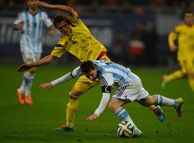 Lionel Messi's Argentina labour to a 0-0 draw against Romania