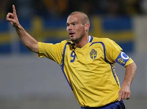 Ljungberg signs for Japanese side S-Pulse