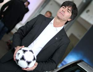 Loew to remain in Germany hot seat until 2014