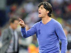 Loew presents 'lucky' sweater to museum