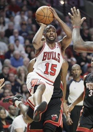 Lucas scores 24, Bulls beat Heat 106-102