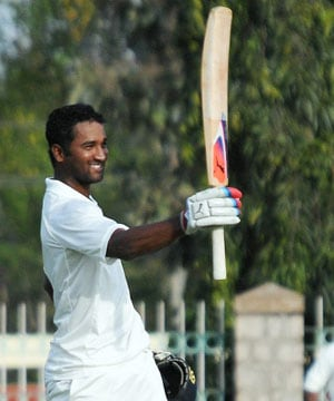 Muralidharen Gautam smashes double ton, Karnataka in commanding position vs Vidarbha
