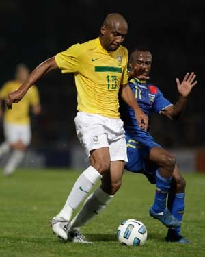Injured Maicon dropped from Brazil squad for friendlies