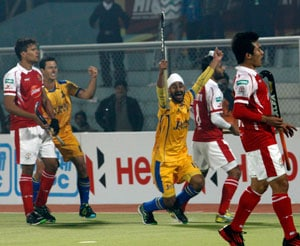 Punjab Warriors defeat Mumbai Magicians to earn first win at home