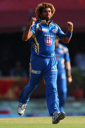 IPL 2013: First man to take 100 wickets, Lasith Malinga pays tribute to Mahela Jayawardene