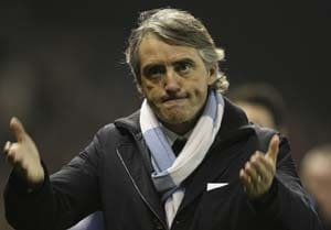 Roberto Mancini calls on Manchester City strikers to close gap