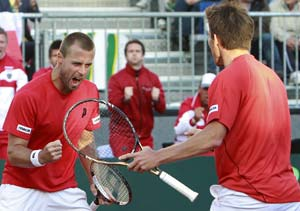 Davis Cup: Austria win doubles to reduce Spain's lead to 2-1