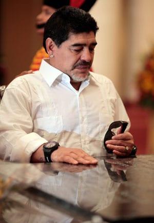 Diego Maradona visits Hugo Chavez tomb