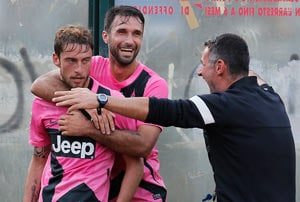 Defending champion Juventus beats Siena 2-1