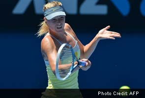 Li Na overpowers Maria Sharapova at Australian Open