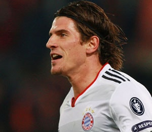 Bayern striker Mario Gomez undergoes ankle surgery