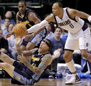 Mavericks win 5th in a row, 102-84 over Nuggets