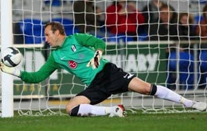 Schwarzer to stay at Fulham until 2013