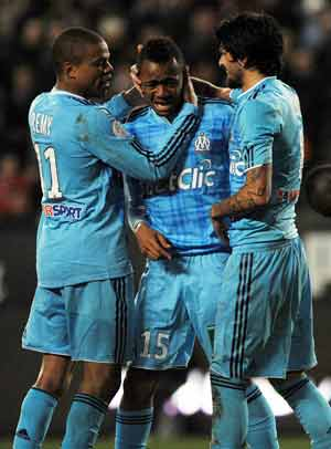 Beleaguered Marseille relaunch title bid