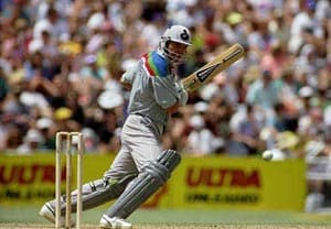 New Zealand's Martin Crowe mulls comeback at 48