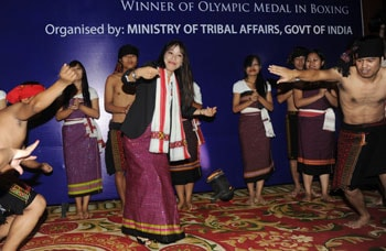 'Scared' Mary Kom shakes a leg at felicitation ceremony