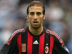Mathieu Flamini signs 1-year extension at AC Milan