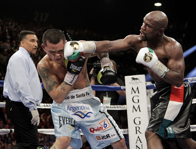 Floyd Mayweather Beats Marcos Maidana to Unify Welterweight Belts