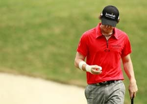 McIlroy fights off pain to stay in PGA hunt
