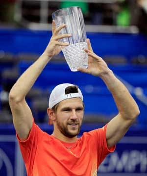 Melzer trips up Raonic in Memphis final