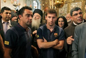 Saturday night fever as Lionel Messi, Barcelona mobbed in Israel