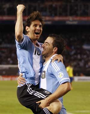 Argentina's rush overpowers Ecuador 4-0