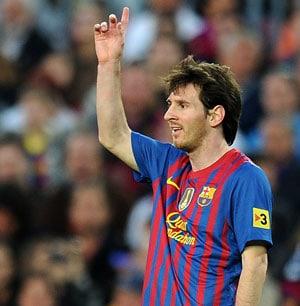 Lionel Messi breaks Gerd Mueller's goals record