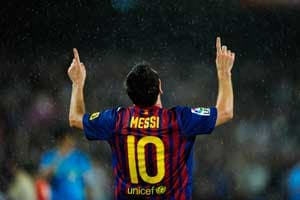 Spanish press hail Messi as a 'living legend'
