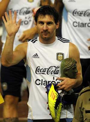 Messi bids adieu to Kolkata in style