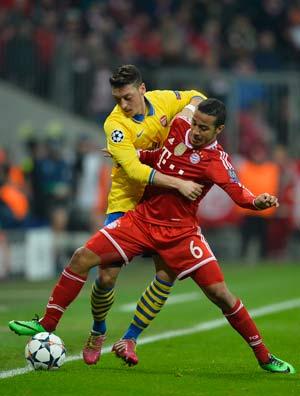 Arsenal's Mesut Ozil suffers hamstring injury in match vs FC Bayern Munich