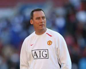 Manchester United coach Meulensteen leaves Old Trafford